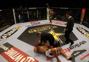 Daniel Cormier nocauteia Antonio Pezão  300x210 Pezão é nocauteado e deixa GP do Strikeforce