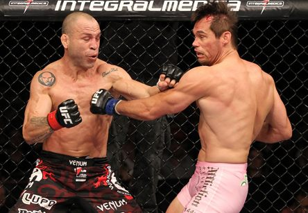 Depois de travarem uma excitante batalha na luta principal do UFC 147, o brasileiro Wanderlei Silva e o norte-americano Rich Franklin forem recompensados pelo Ultimate. Logo após a disputa, a […]