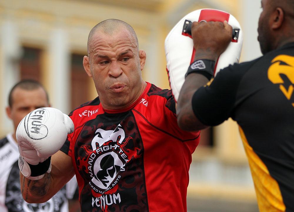 Mesmo derrotado por Rich Franklin na luta principal do UFC 147, o brasileiro Wanderlei Silva levou o maior salário do evento, realizado no último sábado (23), no Ginásio do Mineirinho, […]