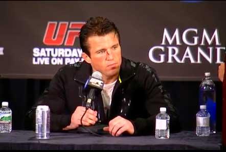 Quem se acostumou com o perfil provocador de Chael Sonnen ficou surpreso com o tom ameno adotado pelo norte-americano após a derrota para Rashad Evans no UFC 167. Na coletiva […]
