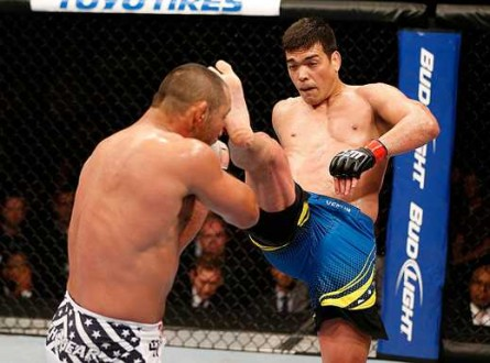 Lyoto chuta Hendo 445x330 Lyoto Machida encara Gegard Mousasi no UFC em Jaraguá II