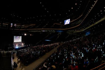 UFConFUELTV8 Weigh ins78 445x296 Organização divulga público do UFC Japão: 14.682 pessoas