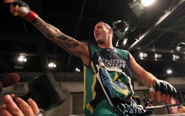 O argentinoSantiago Ponzinibbio já tem data e adversário definido para sua estreia no UFC. O lutador, que foi um dos destaques do TUF Brasil 2, encaraRyan Laflare no UFC de […]
