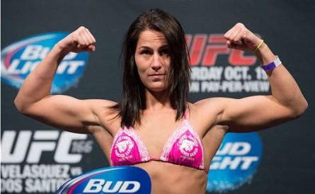 Jessica Eye 445x274 Após estreia com vitória no UFC, bela lutadora reclama da falta de namorado: Estou cheia de tesão