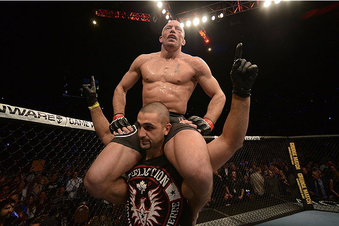 Firas Zahabi, treinador principal de Georges St. Pierre, acredita que seu atleta fez o suficiente para ser declarado o vencedor do combate contra Johny Hendricks, no UFC 167, válido pelo […]