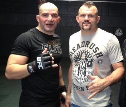 Nas principais casas de apostas, Jon Jones é favorito para vencer em sua sétima defesa de cinturão, contra Glover Teixeira, no UFC 172. Na opinião do ex-campeão e membro doHall […]