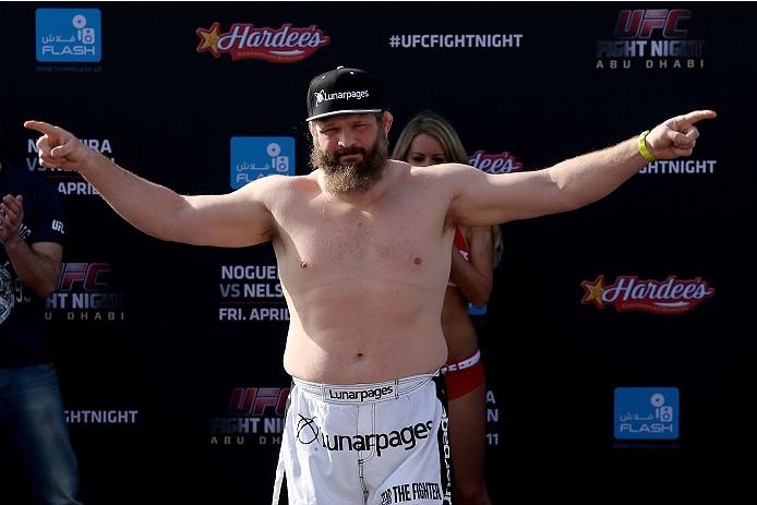 O UFC Fight Night 39, realizado na sexta-feira passada (11) em Abu Dhabi, não foi só motivo de alegria para Roy Nelson. Apesar de ter conquistado um dos nocautes mais […]