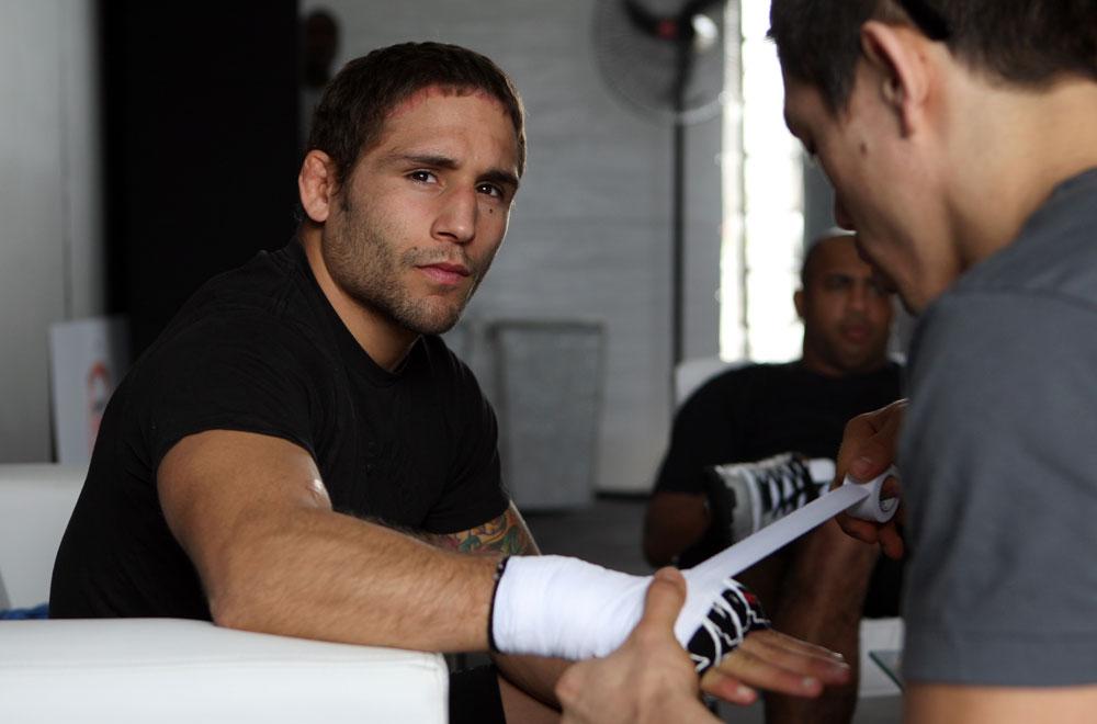 A guerra de palavras entre José Aldo e Chad Mendes continua. Desta vez, o próximo desafiante pelo cinturão dos penas do UFC acusou o campeão da categoria de tomar substâncias […]