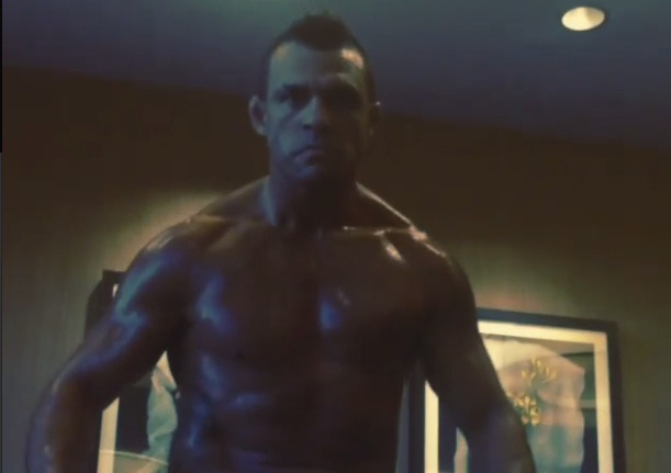 Poucas horas após conseguir a licença para atuar em Las Vegas (EUA) e confirmar a luta contra Chris Weidman no UFC 181, no dia 6 de dezembro, Vitor Belfort fez […]