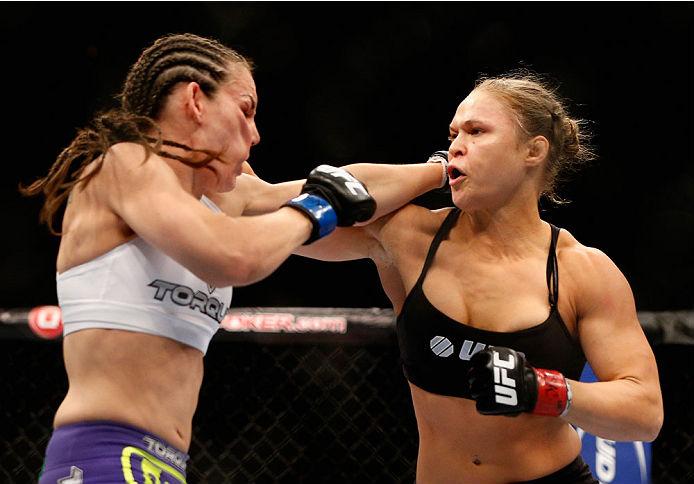 A rápida vitória de Ronda Rousey sobre Alexis Davis no UFC 175, no último sábado (5), impressionou a toda a comunidade do MMA. Até mesmo Miesha Tate, grande desafeta da […]