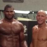 Overeem (esq.) e Cerrone (dir.) são companheiros de equipe na Jackson's MMA. Foto: Reprodução/Twitter