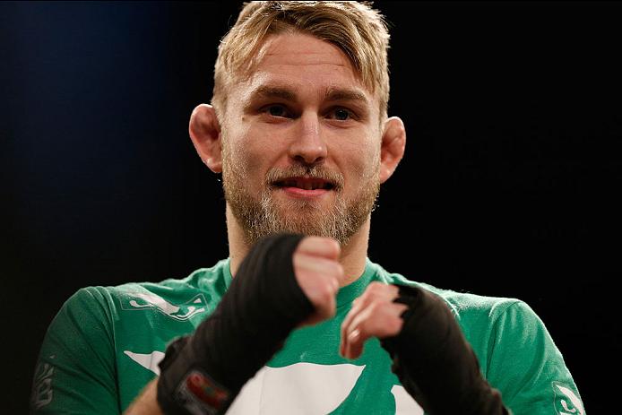 O presidente do UFC, Dana White, deu um banho de água fria nas pretensões de Alexander Gustafsson e afirmou que o sueco deverá fazer mais uma luta antes de poder […]
