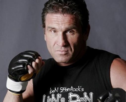 O nome de War Machine, ex-lutador do UFC e Bellator, esteve presente de forma constante no noticiário após ele ter agredido gravemente sua ex-namorada, a atriz de filmes pornográficos Christy […]