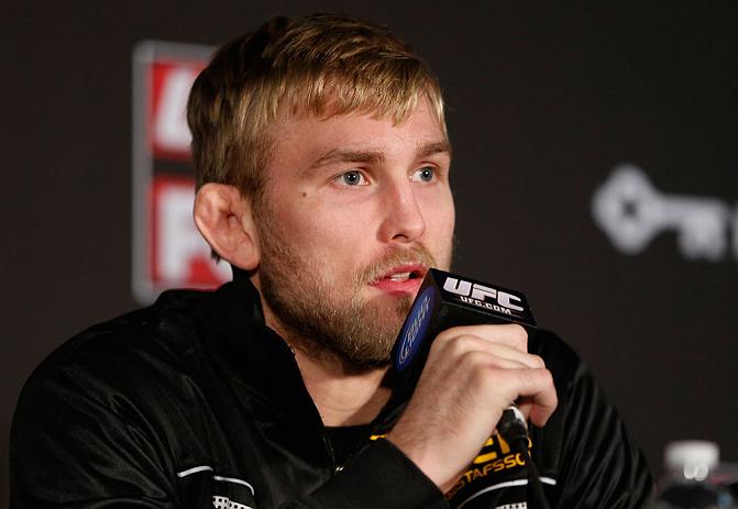 O sueco Alexander Gustafsson está mesmo bastante insatisfeito com o anúncio de quem a luta entre Jon Jones e Daniel Cormier foi adiada para janeiro após a lesão. Originalmente escalado […]