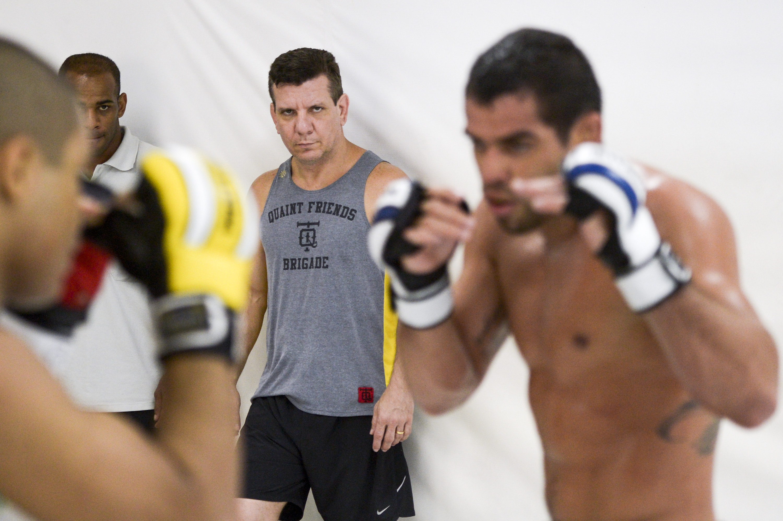 Líder da academia Nova União e treinador principal de Renan Barão, Dedé Pederneiras ainda não digeriu o turbulento fim de semana que viveu no UFC 177, no fim de agosto. […]