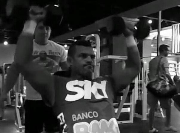 Até o dia 6 de dezembro, o foco da rotina de preparação de Vitor Belfort tem nome e sobrenome: Chris Weidman. De olho na disputa do cinturão dos médios em […]