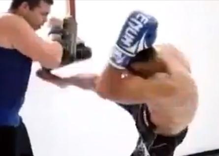 A pouco mais de uma semana para sua próxima defesa de cinturão, José Aldo não diminuiu o ritmo de seus treinamentos para o combate contra Chad Mendes, que será a […]