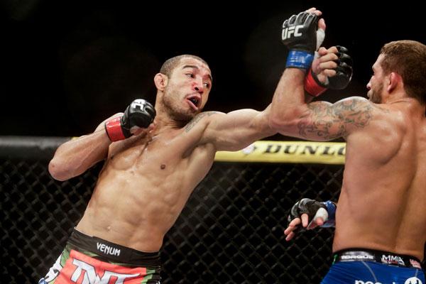 A vitória sofrida contra Chad Mendes na atração principal do UFC Rio 5, como ficou popularmente conhecido o UFC 179, deixou satisfeito o campeão dos penas, José Aldo. O brasileiro, […]