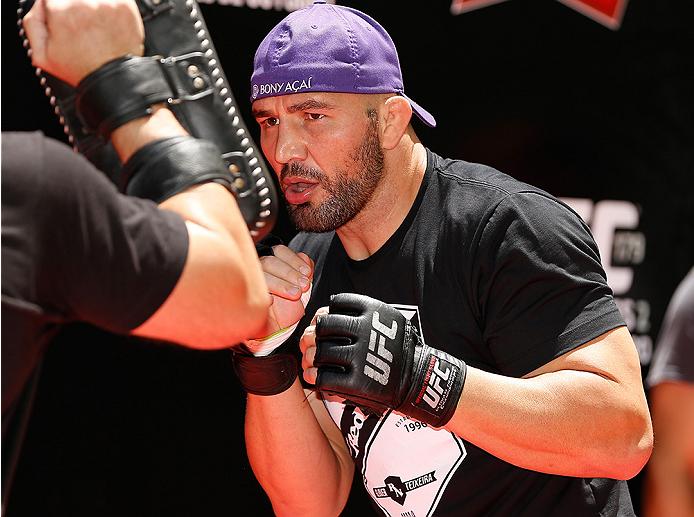 Estrela da luta co-principal do UFC 179, Glover Teixeira tem em mente qual a estratégia para derrotar Phil Davis no Rio de Janeiro. O brasileiro, ex-desafiante pelo cinturão dos meio-pesados, […]