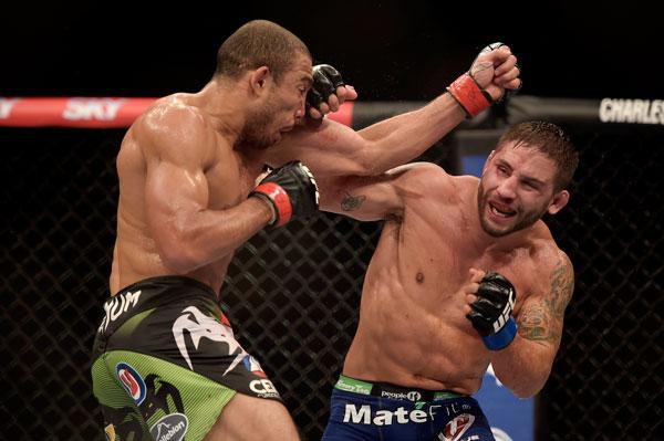 """Não tinha como ser diferente. A guerra travada por José Aldo e Chad Mendes durante a disputa do cinturão dos penas do UFC recebeu o prêmio de """"Luta da Noite"""" […]"""