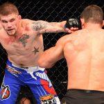 J. Collier (esq.) derrotou o brasileiro R. Demente no UFC FN 68. Foto: Josh Hedges