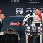 Alvarez e McGregor quase brigaram na entrevista coletiva pré-UFC 205. (Foto: Reprodução)
