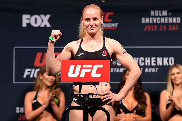 Shevchenko enfrenta Penna na luta principal do UFC Denver. (Foto: Getty Images)