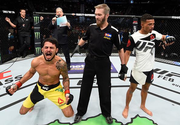 Antoja (esq) vibra muito após conquistar sua primeira vitória no UFC. (Foto: Getty Images)
