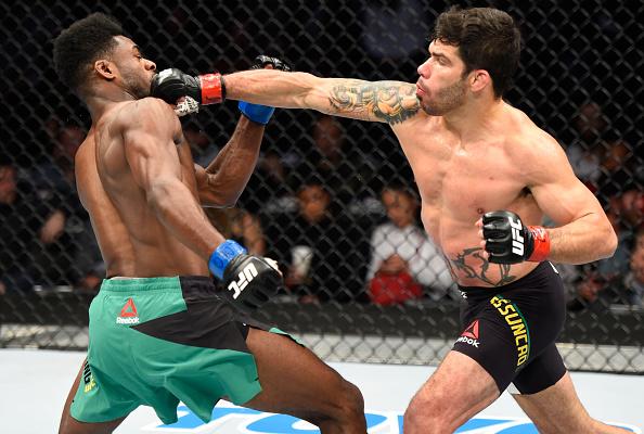 Em duelo morno, Assunção (esq) superou Sterling (dir) por pontos. (Foto: Getty Images)