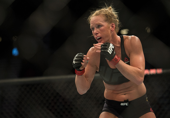Holm vai disputar o cinturão dos penas no UFC 208. (Foto: Getty Images)