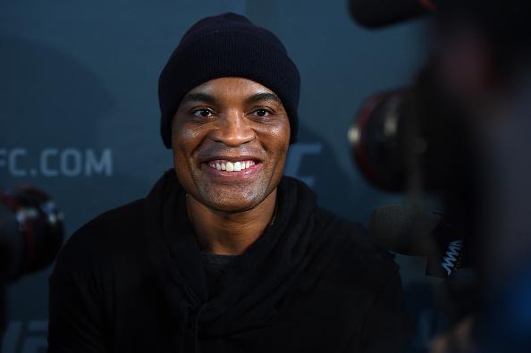 A. Silva fala com a imprensa antes do UFC 208 (FOTO: Jeff Bottari/Getty Images)