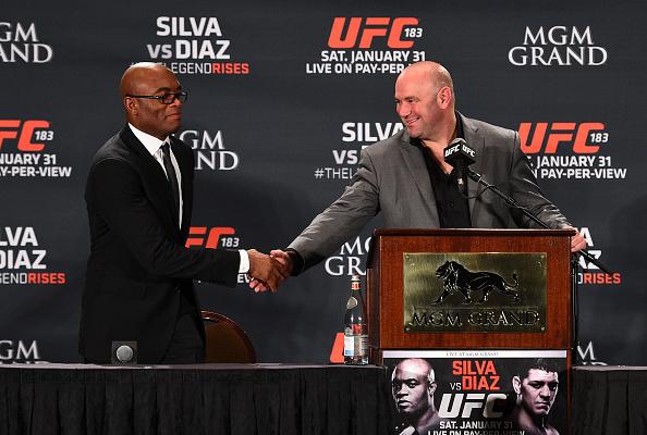 A. Silva (esq) tem boa relação com D. White (dir) (FOTO: Jeff Bottari/ZUFC)