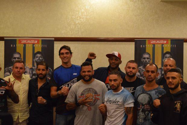 Giba deu palestra para lutadores do Brave (Foto: João Vitor Xavier/Super Lutas)