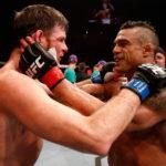 V. Belfort (dir) não poupou M. Bisping (esq) (Foto: Josh Hedges/UFC)