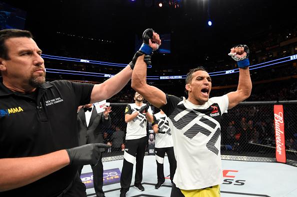 Do Bronx recebeu U$ 50 mil de bônus por vitória. (Foto: Josh Hedges/UFC)