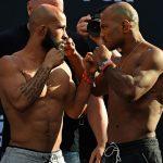 D. Johnson (esq) encara W. Reis (dir): ambos podem fazer história (Foto: Josh Hedges/UFC)