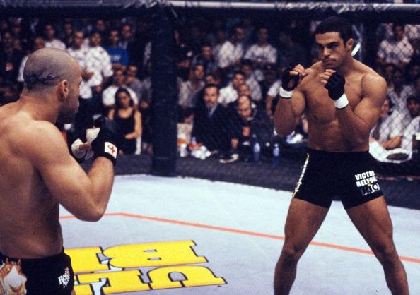 W. Silva (esq) perdeu para V. Belfort (dir) em 1998 (Foto: UFC)