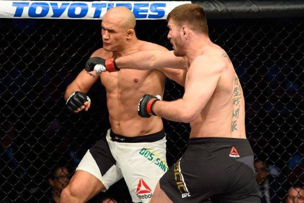 Miocic não deu chances para Cigano no UFC 211 (Foto: Facebook/UFC)
