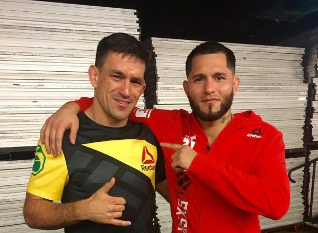D. Maia e J. Masvidal posam após o UFC 211 (Foto: Reprodução/Twitter D. Maia)