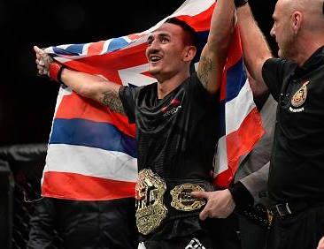 Holloway nocauteou Aldo e conquistou o cinturão linear (Foto: Facebook /UFC)