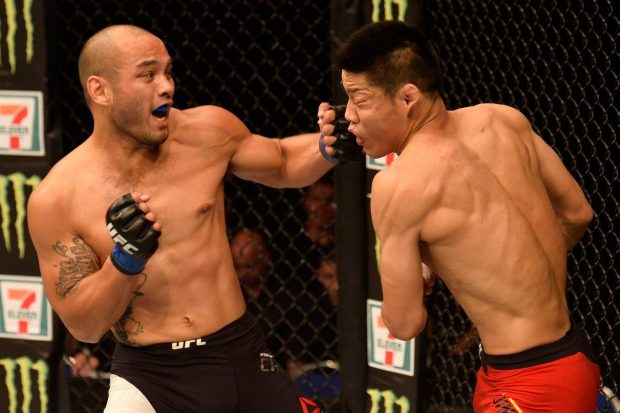 Camacho (esq) foi derrotado por Li (dir)(Foto: Reprodução Facebook UFC)