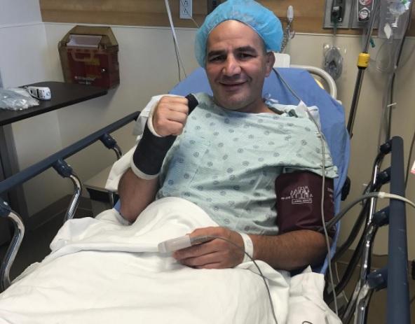 G. Teixeira posa no hospital (Foto: Reprodução Instagram @gloverteixeira)