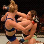 Holm (esq.) venceu Bethe no UFC Singapura. Foto: Reprodução/Twitter/UFC_Europe
