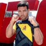 L. Machida (foto) evita críticas a J. Jones (Foto: Reprodução Facebook UFC)