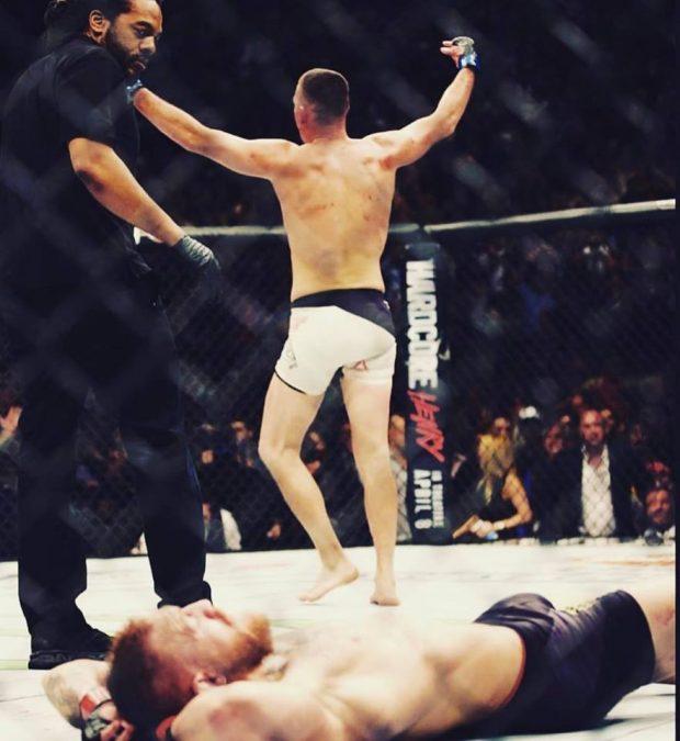 N. Diaz provocou McGregor (deitado) com foto (Foto: Reprodução Facebook Nate Diaz)