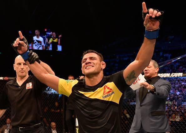 Dos Anjos estreou com vitória no meio-médio (Foto: Reprodução Facebook UFC)