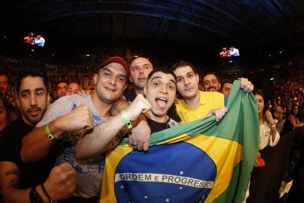 Torcida carioca receberá o UFC em maio (Foto: Inovafoto)
