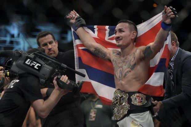 Holloway foi festejado em seu retorno ao Havaí (Foto: Inovafoto)