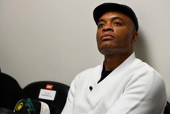 A. Silva reiterou que volta 'logo' (Foto: Reprodução Facebook UFC)