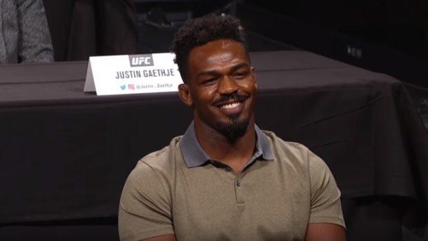 J. Jones volta no UFC 214 (Foto: Reprodução Youtube UFC)